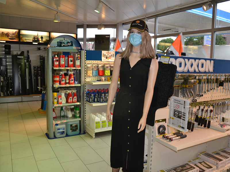 Ladengeschäft Autoteile-Fachhandel direkt in der KFZ-Mietwerkstatt.